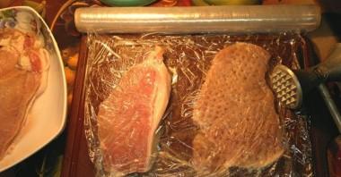 Мясо по-французски в фольге с грибами - фото шаг 2