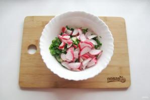 Зеленый салат с редиской - фото шаг 4