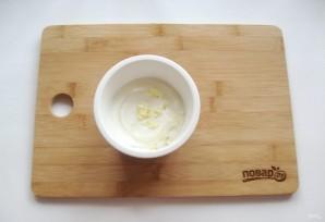 Яичница по-турецки с йогуртом - фото шаг 1