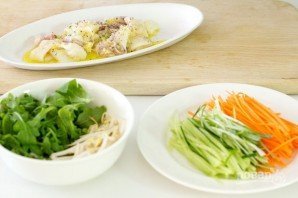 Салат из кальмаров и огурцов - фото шаг 3