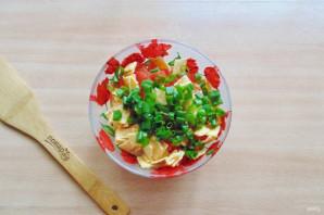 Салат с жареным яйцом и курицей - фото шаг 7