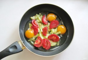 Яичница с летними овощами - фото шаг 4
