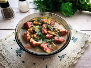 Суп с колбасой и грибами - фото шаг 8