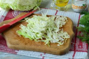 Салат с капустой, ветчиной и сухариками - фото шаг 5