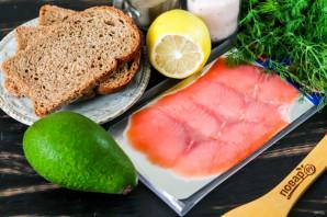 Бутерброды с авокадо и красной рыбой - фото шаг 1