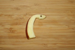 Лебедь из яблока - фото шаг 8