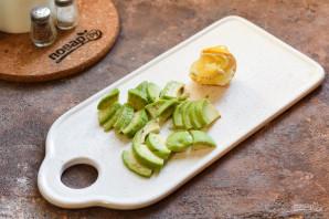 Салат с авокадо и перепелиными яйцами - фото шаг 3