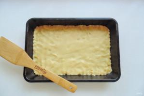 Пирог с орехами и вареньем