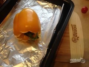 Салат с моцареллой, запеченными перцем и помидорами - фото шаг 1