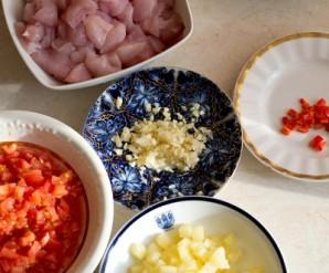 Курица с ананасами на сковороде - фото шаг 1