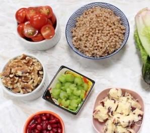 Салат с кус-кусом и жареными яблоками - фото шаг 1