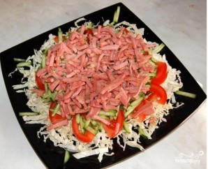 Салат из пекинской капусты с колбасой - фото шаг 6