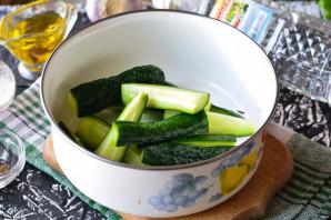 Огурцы по-корейски с морковью - фото шаг 2