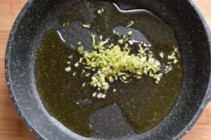 Паста с колбасками, маслинами и пряными травами - фото шаг 1