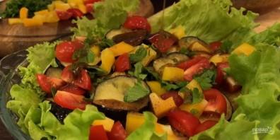 Теплый салат из баклажанов со вкусным соусом - фото шаг 6