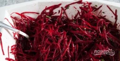 Салат из сырой свеклы (простой рецепт) - фото шаг 5