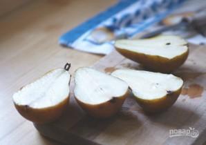 Запеченные груши с грецкими орехами и медом - фото шаг 1