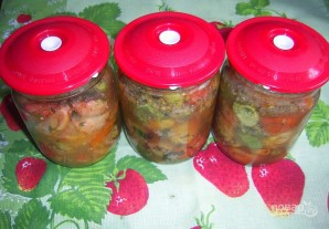 Салат на зиму из помидоров и огурцов - фото шаг 5