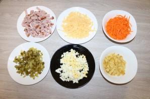 Салат с чипсами и корейской морковкой - фото шаг 2