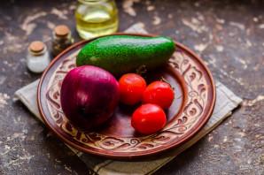 Диетический салат с авокадо - фото шаг 1