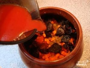 Говядина с черносливом в горшочке - фото шаг 6