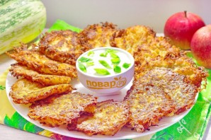 Драники из картофеля, кабачка и яблока - фото шаг 5