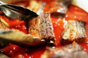 Говяжьи ребрышки, тушенные в томатном соусе - фото шаг 4