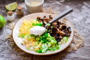 Грибной салат с сыром - фото шаг 7