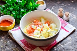 Салат с семгой и крабовыми палочками - фото шаг 4