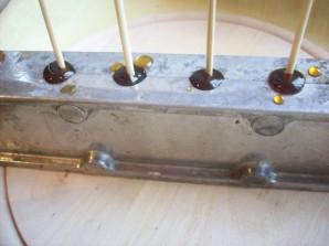Сахарный петушок на палочке - фото шаг 4