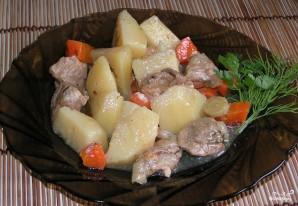 Картофель, тушенный с мясом в мультиварке - фото шаг 3