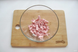 Салат с лапшой и колбасой - фото шаг 2
