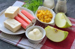 Крабовый салат с яблоками и кукурузой - фото шаг 1