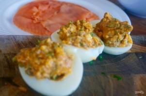 Фаршированные яйца с лососем и спаржей - фото шаг 3