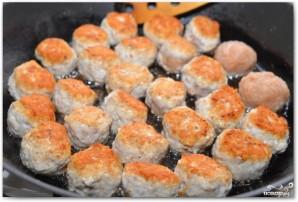 Куриные фрикадельки в томатном соусе - фото шаг 8
