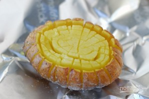 Запеченная картошка в духовке с сыром - фото шаг 5