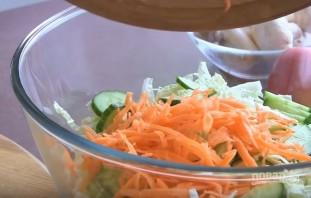 Вегетарианский салат с сырыми шампиньонами - фото шаг 4