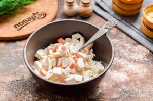 Тарталетки с творожным сыром и крабовыми палочками