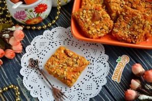 Морковные квадратики с курагой, семечками и овсяными хлопьями - фото шаг 6