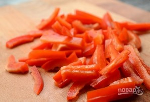Салат из крабовых палочек с сыром - фото шаг 2