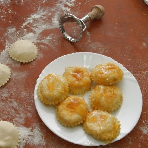 Пирожки с сыром и медом - фото шаг 9