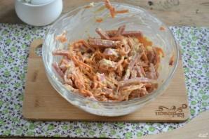 Салат с морковкой и колбасой - фото шаг 4
