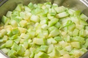 Тушеные кабачки с зеленым горошком - фото шаг 4