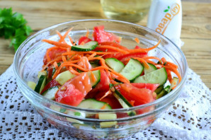 Салат из помидоров, огурцов и моркови - фото шаг 9