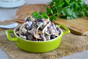 Салат с фасолью, грибами и сухариками - фото шаг 9