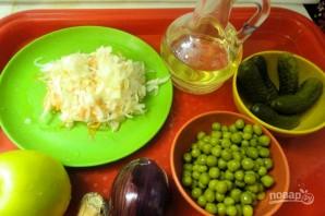 Салат из квашеной капусты и огурцов - фото шаг 1
