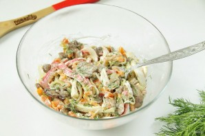 Салат с грибами и крабовыми палочками - фото шаг 7