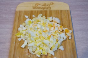 Оливье классический с колбасой - фото шаг 5