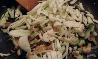 Овощи с грибами без масла - фото шаг 4