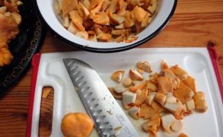 Пирог с грибами из слоеного бездрожжевого теста - фото шаг 2